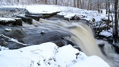 A small waterfall in Mtjoki river (Pitjnmki, Helsinki, 20120107) (RainoL) Tags: winter finland river geotagged helsinki january u helsingfors fin rapid 2012 uusimaa nyland mtjoki 201201 20120107 geo:lat=6022039800 geo:lon=2486552100
