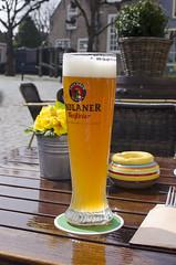 GPS - German Pint Size (Arne Kuilman) Tags: glass zeeland size german bier zon terras glas goedereede paulaner weisbier halveliter degoudenleeuw