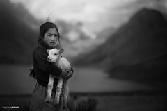 Linda campesina en la laguna Querococha - Peru (NawiPhotography) Tags: peru huaraz blackandwhite blancoynegro social portrait querococha chil children child childrens childrenphotography nikon nikond610 nikkor