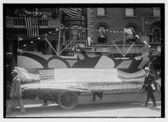 July 4th (LOC) (The Library of Congress) Tags: libraryofcongress dc:identifier=httphdllocgovlocpnpggbain27400 xmlns:dc=httppurlorgdcelements11 loyaltyparade 1918 newyork 5thavenue savoy hotel