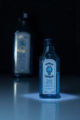 Bombay Saphire I (f.schierloh) Tags: light reisen klein urlaub alcohol tiny short bombay saphir alc funkeln alkohl bombaysaphier