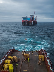 Helper disconnecting midline buoys (SPMac) Tags: uk scotland offshore system cranes growth deck wash crew sector anchor barnacles service safe tug accommodation buoys pontoons supply helper disconnect handling maersk semisub vesse floatel ahts midline bristolia prosafe prelay