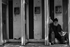 Preparing for the night (Annette Fleck) Tags: sleeping place streetphotography oldman istanbul bwphotography besiktas telephonecabin