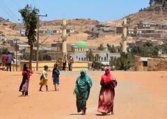 Senafe /  (Eritrea) - Shuk Hakir (Danielzolli) Tags: mosque mezquita cami eritrea moschea camii debub moschee habesha sanafe erythre senafe  meczet damija ertra erythrea eritra dzami   mascid   zobadebub akeleguzai   akeleguzay accheleguzai acheleguzai akkologuzai  shukhakir