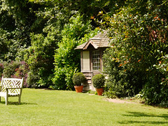 The Croquet Hut, Croquet Green, Walmer Castle (rayyaro) Tags: walmercastle walmer kent uk greatbritain gardens outdoors castles englishheritage croquet croquetlawn gardenbuilding