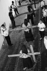 Semana Santa - Taxco, Guerrero (Cuernavaca, Morelos Mexico) Tags: santa white black blanco mxico nikon mayor negro pueblo iglesia unesco cruz rosario cristo semana taxco mgico guerrero nazarenos penitentes procesin costaleros zarza alarcn crucifixin flagelacin d5300 encruzados