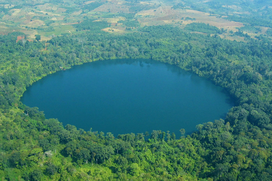 Yak-Loum-is-a-perfectly-circle-shaped-lake-that-is-one-of-Ratanakiri's-famed-scenic-spots