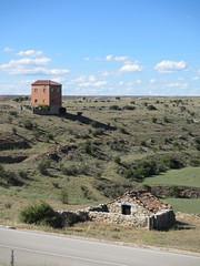 Contrasting houses, hill below Rello, Spain (Paul McClure DC) Tags: españa architecture spain scenery historic castile castillayleón rello june2014