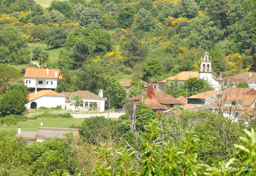 Águas Frias (Chaves) - ... vista da (ex) escola e da igreja matriz ...