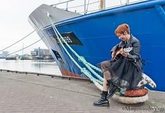 speel (LadyLove1967) Tags: scheveningen rodebaret fotoshoot gitaar mooiedame boot grafity kleur