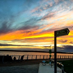 #sunset #rivermersey #inmyliverpoolhome #promonade #skyporn #walk #healthiswealth  #lovewalking  (carlamanatee) Tags: sunset rivermersey inmyliverpoolhome promonade skyporn walk healthiswealth lovewalking