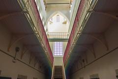 Arcoiris en prisión (Carlos Peña Fernandez) Tags: arcoiris hilo colores prision segovia carcel libertad