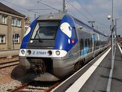 SNCF Trainset N Z 27681 in Yvetot. (Franky De Witte - Ferroequinologist) Tags: de eisenbahn railway estrada chemin fer spoorwegen ferrocarril ferro ferrovia