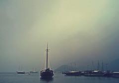 Angra Dos Reis (Evil Dust) Tags: cruise sky beach gris coast grande barcos cloudy gray cielo nublado shipping isla ilha crucero