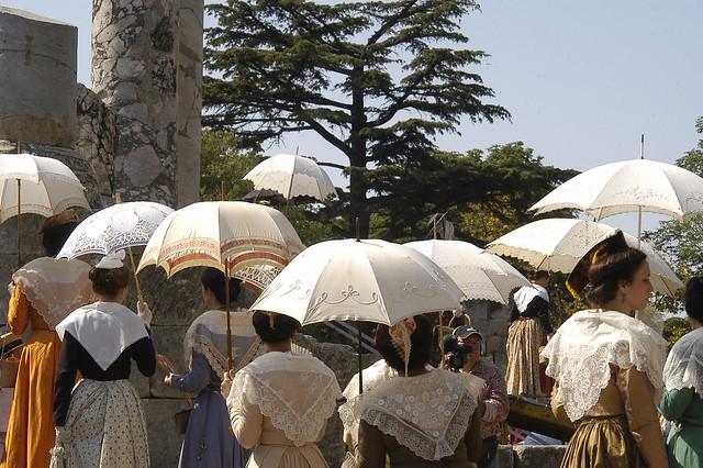 アルルのお祭り:アルル衣装祭り