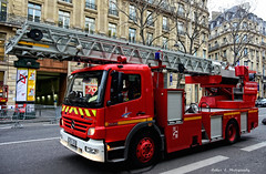 BSPP - EPA 108 (Arthur Lombard) Tags: bspp pompiers pompiersdeparis caserne casernedepompiers firedepartment firebrigade firetruck firestation gyrophare bluelight mercedes mercedesatego epa epa108 red rouge ladder street truck military militaire army arme armedeterre armefranaise nikon nikond7200