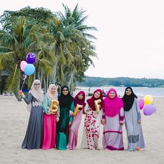 Casual Portraiture (boyhafizy) Tags: friends bestfriends childhood photoshop photographic desaru malaysia lightroom outdoor beach samyangwidelens canon portrait landscape bestfriendsforever
