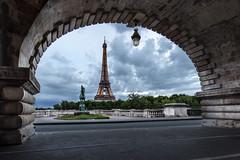 L'arche et la Tour (Herv D.) Tags: paris arche frame natural cadre tour eiffel tower pont bir hakeim