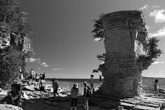 People and a Flowerpot (d-tho) Tags: flowerpot island tobermorey bruce peninsula