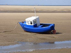 Boat at Meols. (Puerto De Liverpool.) Tags: meols greatmeols thewirralpeninsula liverpoolbay merseyside thewirral wirral themerseysidecoastline liverpoolcityregion liverpool coastal coastline thecoast beach themersey boat littleboat sand ship