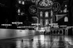 Hagia Sophia Museum (pajavi69) Tags: estambul turkia arquitectura mezquita 1224mm nikon turkey interior luces edificio mezquitadelsultnahmed d7100 orando orar vestbulo ciudad blancoynegro blackandwhite black white bn monocromtico arquitectur