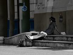 lecture ou cin - reading or cinema (serial n N6MAA10816) Tags: desaturation blue reu street femme lady