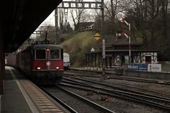 SBB Lokomotive Re 4/4 II 11329 ( Hersteller SLM Nr. 5192 - BBC - MFO - SAAS - Inbetriebnahme 1982 ) am Bahnhof Rheinfelden im Kanton Aargau der Schweiz (chrchr_75) Tags: chriguhurnibluemailch christoph hurni schweiz suisse switzerland svizzera suissa swiss chrchr chrchr75 chrigu chriguhurni april 2015 albumzzz201504april albumbahnenderschweiz albumbahnenderschweiz201516 schweizer bahnen eisenbahn bahn train treno zug albumsbbre44iiiii lok lokomotive sbb cff ffs schweizerische bundesbahn bundesbahnen re44 re 44 juna zoug trainen tog tren   locomotora lokomotiv locomotief locomotiva locomotive railway rautatie chemin de fer ferrovia  spoorweg  centralstation ferroviaria