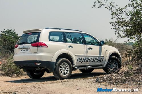 2015-Mitsubishi-Pajero-Sport-11
