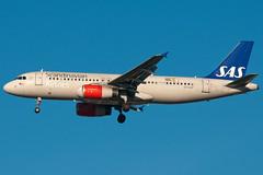 OY-KAP SAS Scandinavian Airlines Airbus A320-200 Heathrow (rmk2112rmk) Tags: plane airport heathrow aircraft aviation airbus sas airlines airliner scandinavian lhr airliners egll a320200 civilaviation sasscandinavian oykap