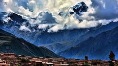 Sahuasiray (Miradortigre) Tags: trip travel mountains peru village cusco pueblo inka andes sacredvalley cordillera maras incas perou vallesagrado 秘魯 marianomantel