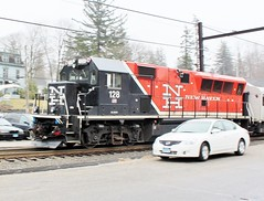 BL20GH-128 USA 04-10-2015_0002 (Ron Persan) Tags: usa trains locomotive metronorth 2015 connnecticut bethelct bl20gh bl20gh128 brookvilleequipment ronpersan