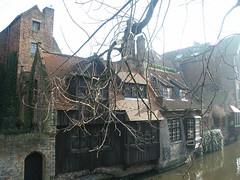 Canal et  maisons à Bruges (alain_halter) Tags: canal eau belgique façades maisons branches brique pont bruges arbre reflets toits tuiles canaux faades régionflamande