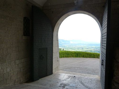 Monte Cassino - the abbey entrance ramp (2)