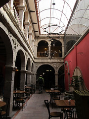 "La Paz: restaurant colonial bolivien <a style=""margin-left:10px; font-size:0.8em;"" href=""http://www.flickr.com/photos/127723101@N04/27986126573/"" target=""_blank"">@flickr</a>"