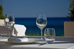 Diner for Two (Kai Beinert) Tags: diner table restaurant mediterran mallorca balear vine wein gedeck glas nikon bokeh