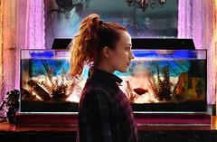 (marumendiondo) Tags: luz girl chica retrato peces cine colores atmosfera acuario magia