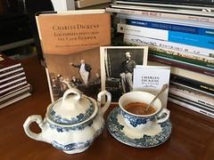 Da 6 | Caf victoriano (Chimista) Tags: iphone iphone6splus 365coffeeroad caf taza azucarero charlesdickens pickwick jan cafylibros libros