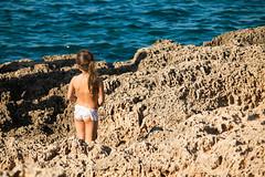 calarossa (usurfaru_) Tags: cala rossa favignana girl baby kid bambina roccia rocks mare sea