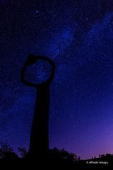 Nightly whistler (Alfre2 Amaya) Tags: landscape landscapes canaryislands canarias islascanarias lagomera largaexposicin longexposure sky night starrynight stars valctea milkyway