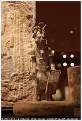 Krijger (600-800 na Chr.) | Warrior (AD 600-800) (Dit is Suzanne) Tags: 30072016 img1227 nederland netherlands   drenthe assen  ditissuzanne canoneos40d sigma18250mm13563hsm drentsmuseum  museum  mayasheersersvanhetregenwoud krijger warrior 600800nachr ad600800 roemerundpelizaeusmuseumhildesheim jainamexico views100