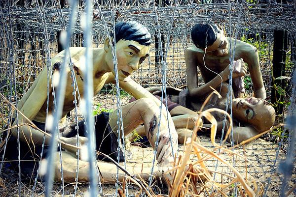 4Đủ kiểu tra tấn tại nhà tù Côn Đảo