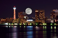 City & the full moon.. (Shubhashish Chakrabarty) Tags: moon japan night reflections fullmoon 日本 nightview yokohama minatomirai 横浜 yamashitapark 山下公園 みなとみらい 月