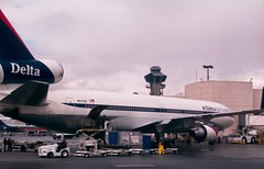 N811DE (PacerTrans338) Tags: dl losangelesinternationalairport deltaairlines losangelescaliforniausa mcdonnelldouglasmd11 laxklax n811de 485660543