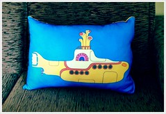 Almofada Yellow Submarine - Pillow (bruna.cosini) Tags: home brasil bag skull tissue pillow owl coruja patch decor caveira almofada tecido pou