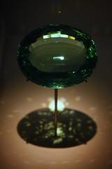Shiny (nmmacedo) Tags: london museum museu display unitedkingdom aquamarine londres naturalhistorymuseum gem beryl gema reinounido greenzone expositor thevault berilo canoneos500d aguamarinha