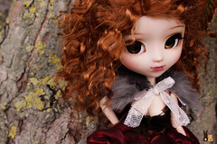 Rencontre Parisienne(30/07/2016) (Shamujinn) Tags: alinor mikiyochii make up face faceup fc fullcusto full custom custo customisation customise rousse red hair mohair monique wig kit mio fair white obitsu l cape latelier du chapelier outfit fur arbre tree corce dehors extrieur mousse almond almonddoll doll groove pullip steampunk mother