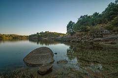 AMP_7588_1 (Amparo Hervella) Tags: embalsederosarito vila espaa spain paisaje lanscape agua water reflejo reflection naturaleza nature largaexposicin longexposure d7000 nikon nikond7000 roca rock wewanttobefree comunidadespaola