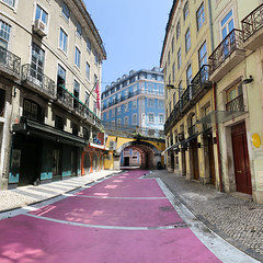 Lisbonne - Rua Nova do Carvalho - Cor de Rosa - 05-06-2016 - 15h14 (Panoramas) Tags: rua nova de carvalho rue street corderosa cor rosa lisbonne portugal lisboa lisbon perspective panorama square picture carre photo mutliblend pont bridge ponte pink rose fv10