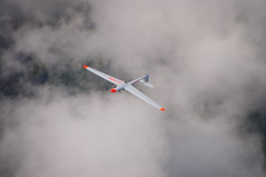 Rckenflug (Roland Henz) Tags: fliegen segelfliegen segelflug dassu unterwssen 2016 09102016 ask21 kunstflug philipp d1130 airtoair rckenflug glider aerobatics kunstfliegen gebirgsflug alpensegelflug