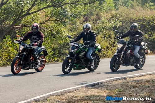 Kawasaki-Z250-vs-Benelli-TNT-300-vs-KTM-Duke-390-06